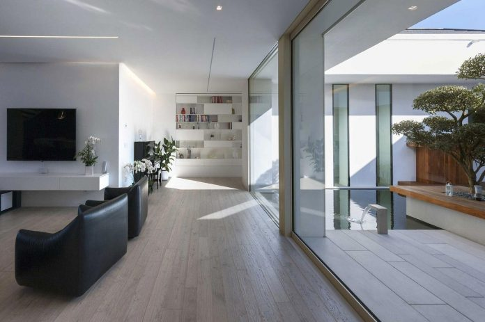 renovation-expansion-house-light-porto-viro-italy-davide-ferro-03