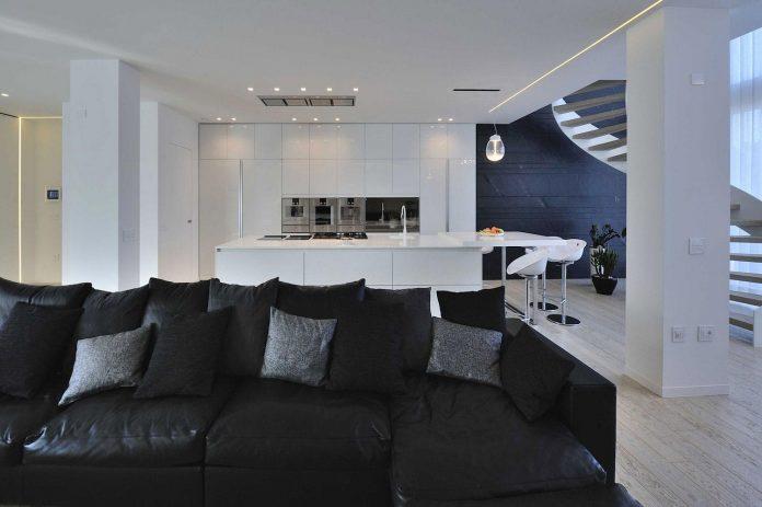 renovation-expansion-house-light-porto-viro-italy-davide-ferro-05