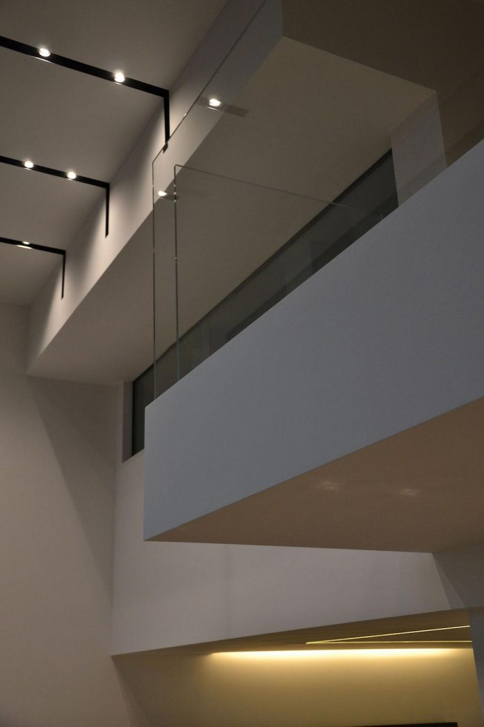 renovation-expansion-house-light-porto-viro-italy-davide-ferro-14