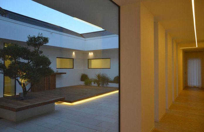 renovation-expansion-house-light-porto-viro-italy-davide-ferro-16