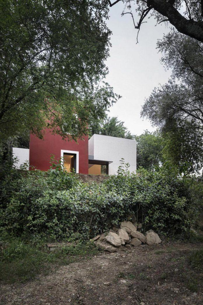 rural-home-renovation-sclos-de-contes-near-nice-france-designed-cyril-chenebeau-architecte-02