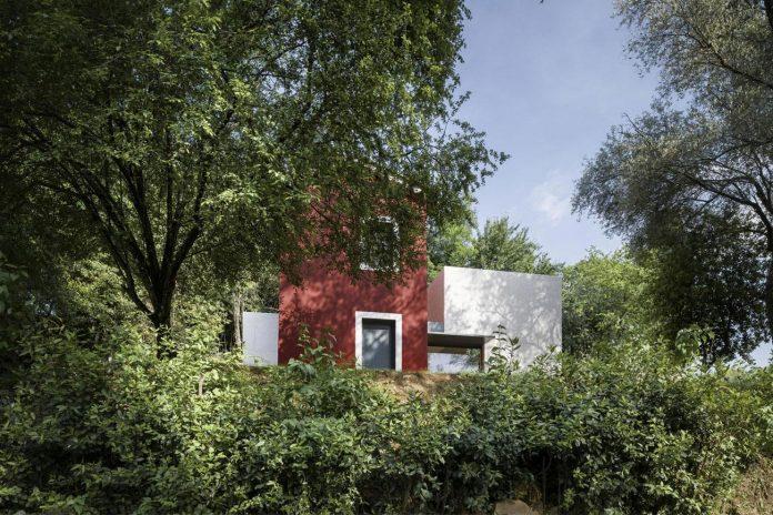 rural-home-renovation-sclos-de-contes-near-nice-france-designed-cyril-chenebeau-architecte-03