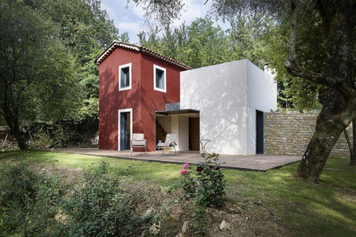rural-home-renovation-sclos-de-contes-near-nice-france-designed-cyril-chenebeau-architecte-04
