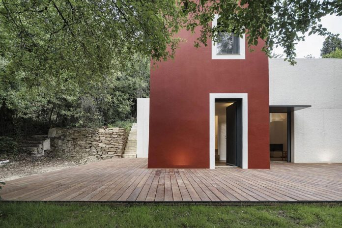 rural-home-renovation-sclos-de-contes-near-nice-france-designed-cyril-chenebeau-architecte-05
