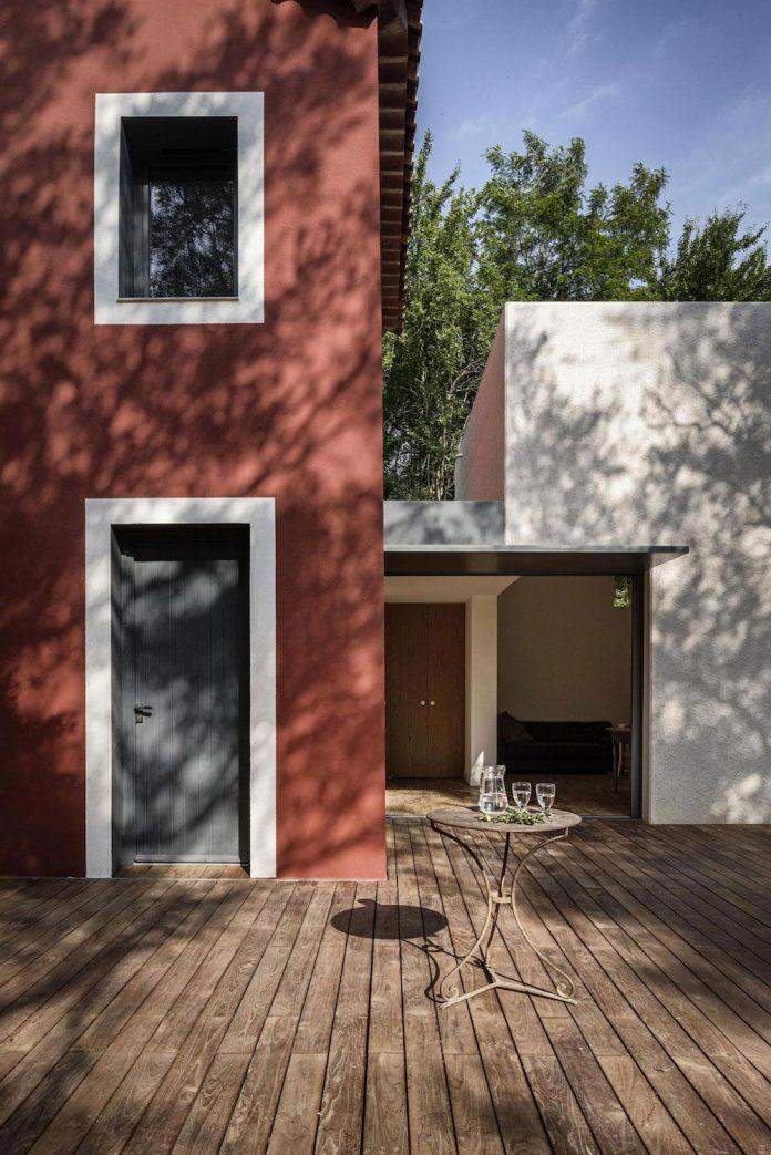 rural-home-renovation-sclos-de-contes-near-nice-france-designed-cyril-chenebeau-architecte-07