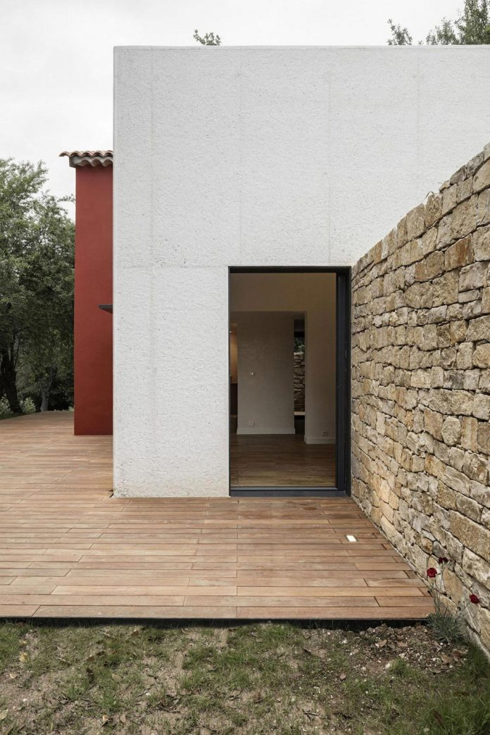 rural-home-renovation-sclos-de-contes-near-nice-france-designed-cyril-chenebeau-architecte-09