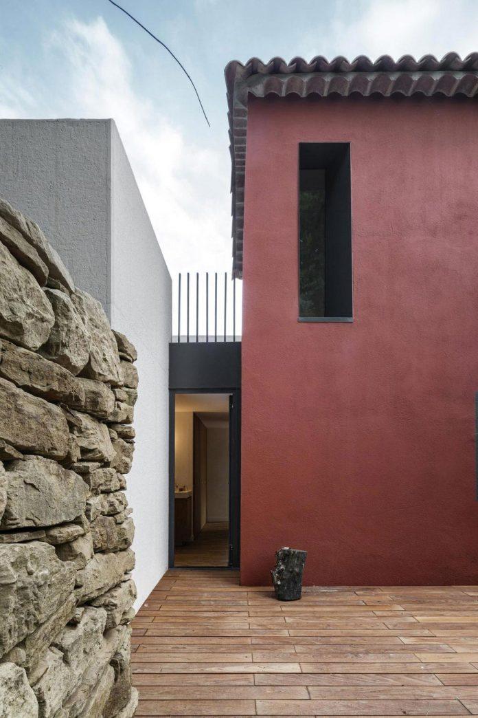 rural-home-renovation-sclos-de-contes-near-nice-france-designed-cyril-chenebeau-architecte-10