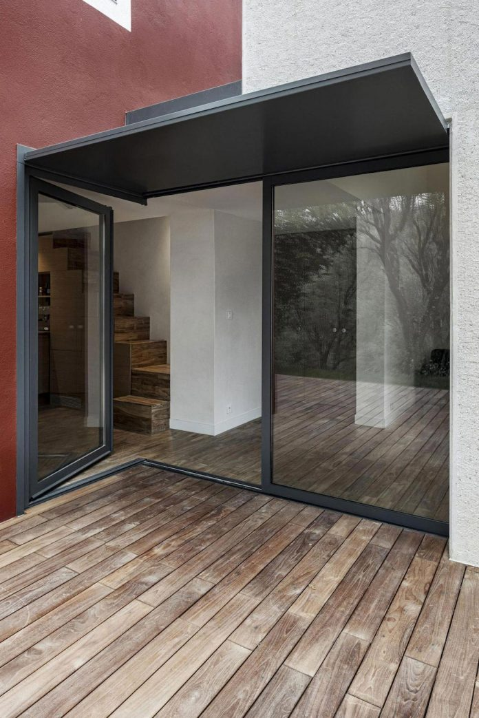 rural-home-renovation-sclos-de-contes-near-nice-france-designed-cyril-chenebeau-architecte-12