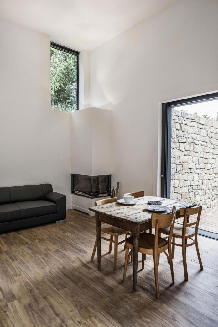 rural-home-renovation-sclos-de-contes-near-nice-france-designed-cyril-chenebeau-architecte-16