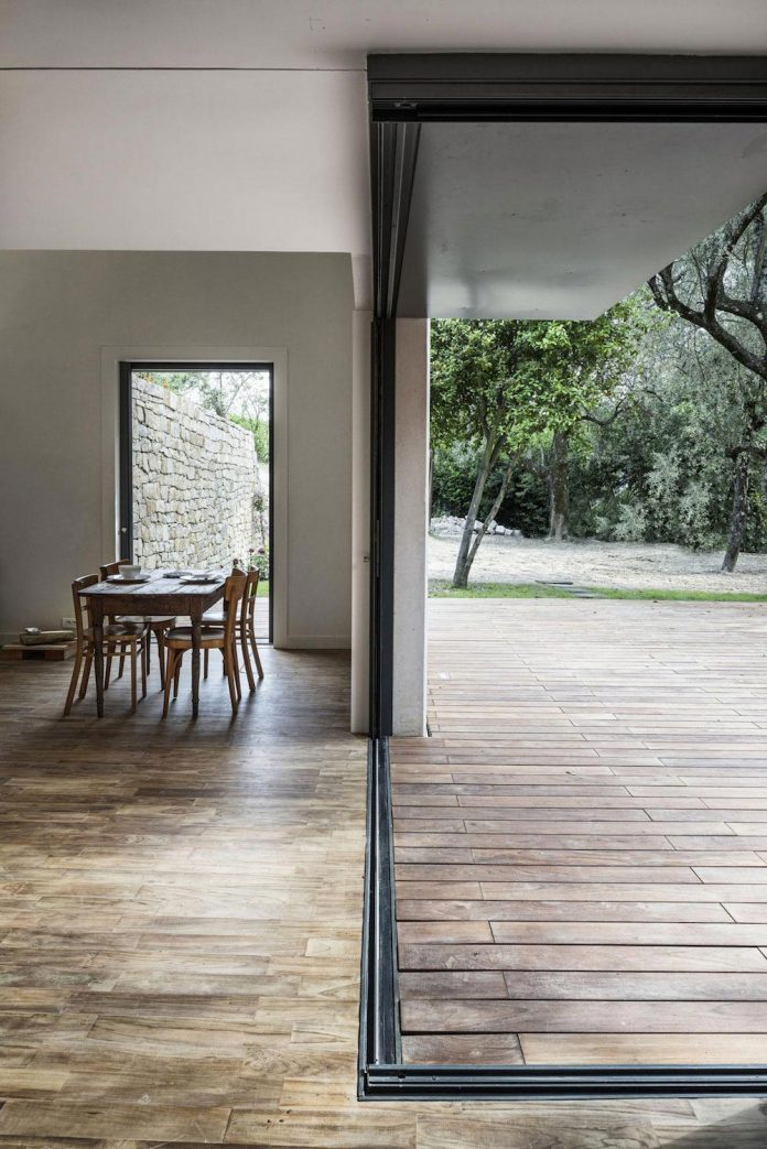rural-home-renovation-sclos-de-contes-near-nice-france-designed-cyril-chenebeau-architecte-17