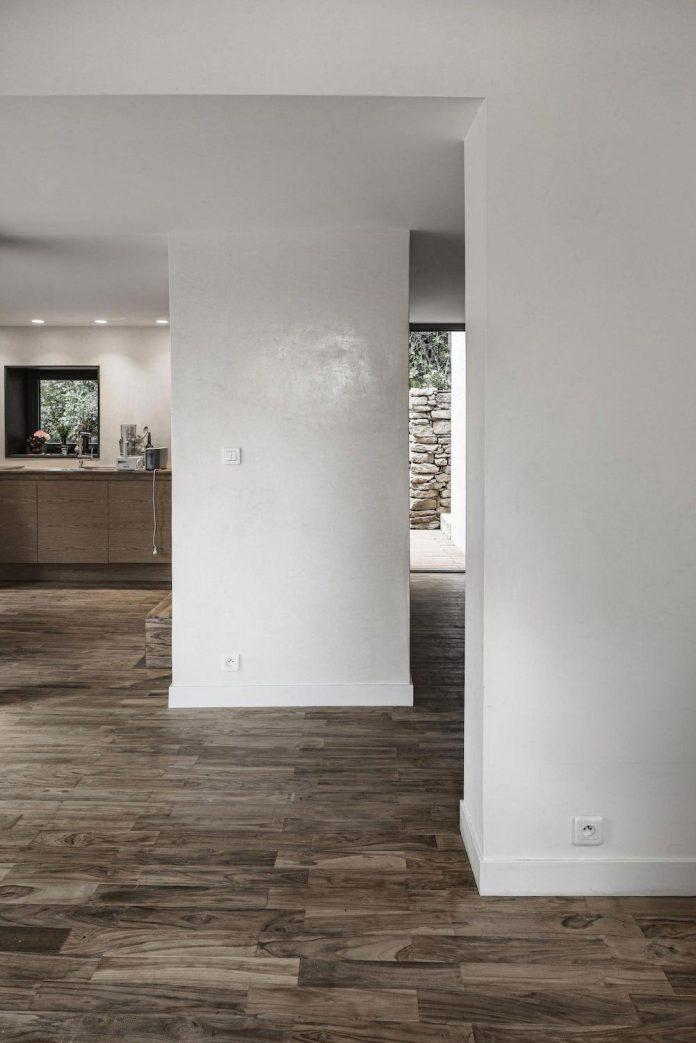 rural-home-renovation-sclos-de-contes-near-nice-france-designed-cyril-chenebeau-architecte-18