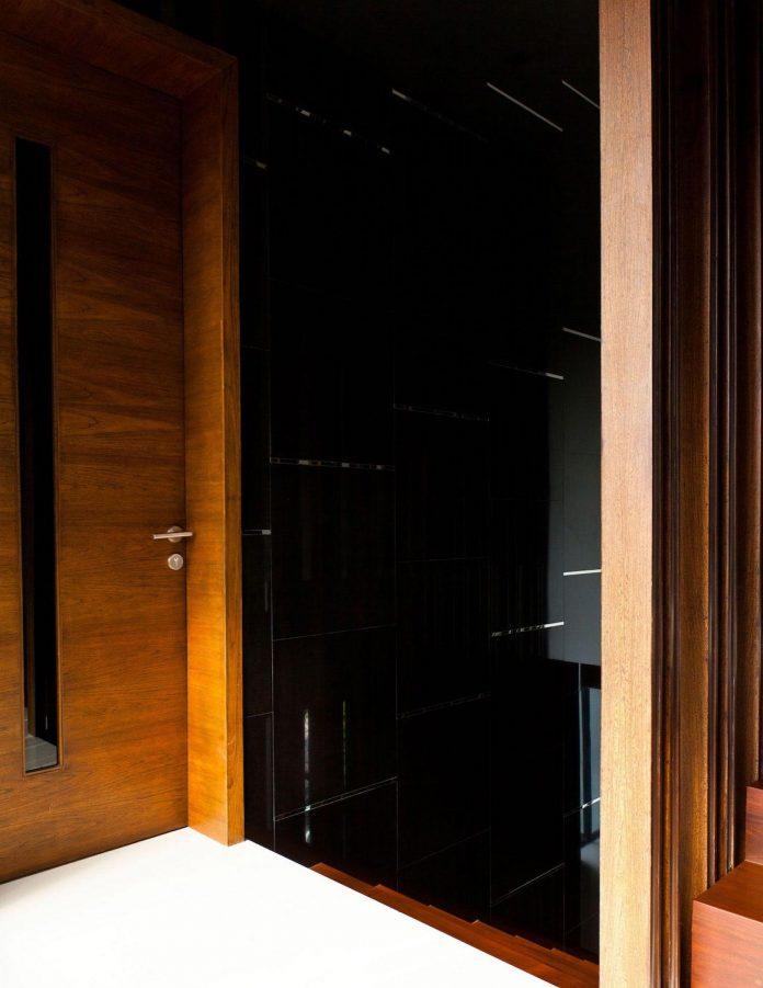 sammakorn-contemporary-residence-bangkok-designed-archimontage-design-fields-sophisticated-05