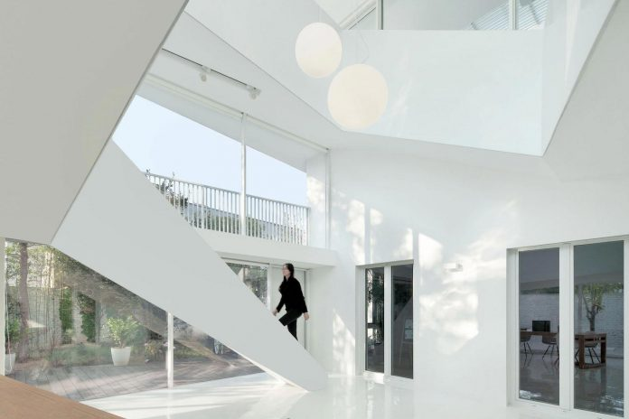 shunyi-pure-white-two-floor-house-near-beijing-remix-studio-10