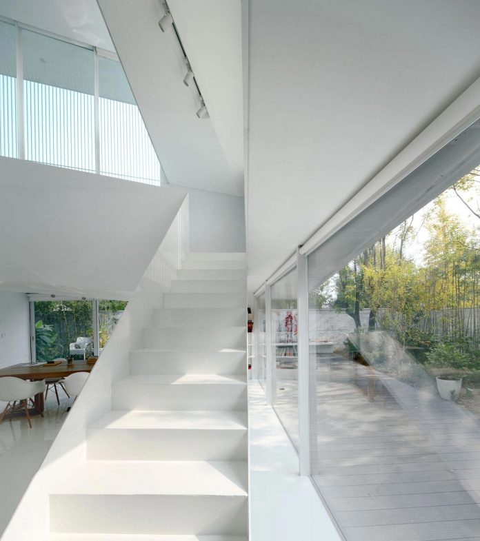 shunyi-pure-white-two-floor-house-near-beijing-remix-studio-13