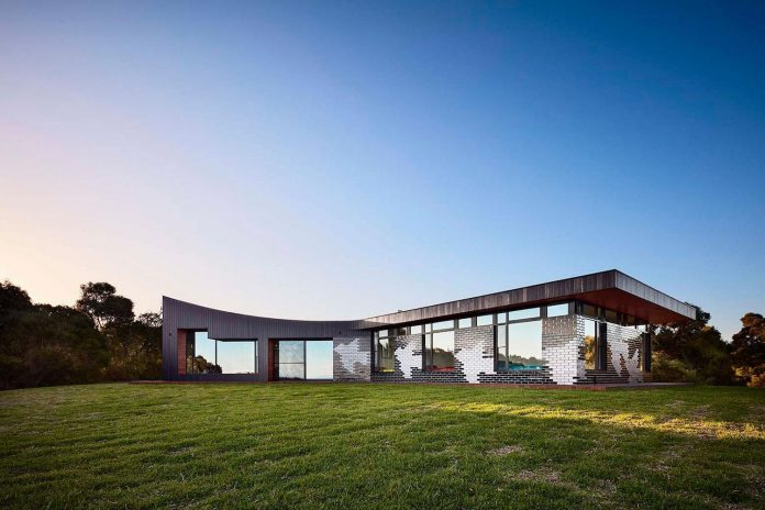 simple-modern-waratah-bay-colorful-residence-hayne-wadley-architecture-03
