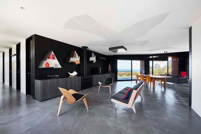 simple-modern-waratah-bay-colorful-residence-hayne-wadley-architecture-04