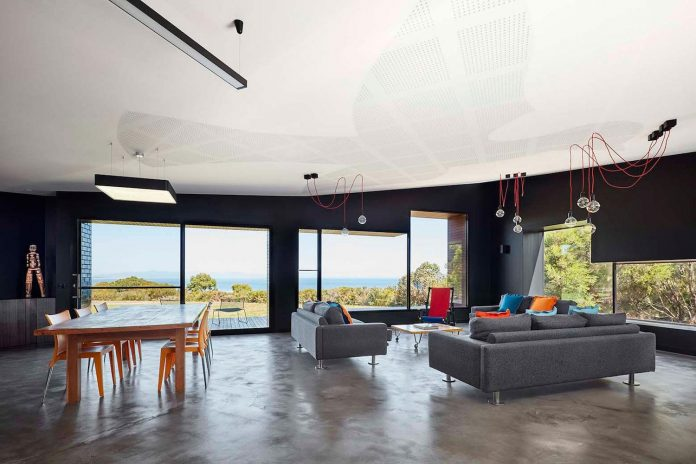 simple-modern-waratah-bay-colorful-residence-hayne-wadley-architecture-06