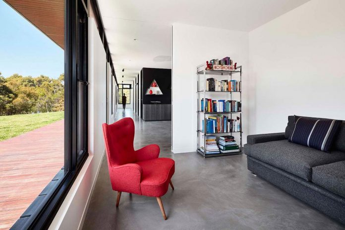 simple-modern-waratah-bay-colorful-residence-hayne-wadley-architecture-08