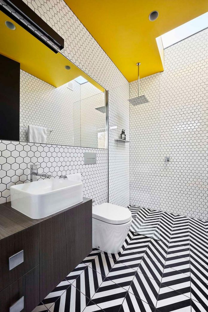 simple-modern-waratah-bay-colorful-residence-hayne-wadley-architecture-10