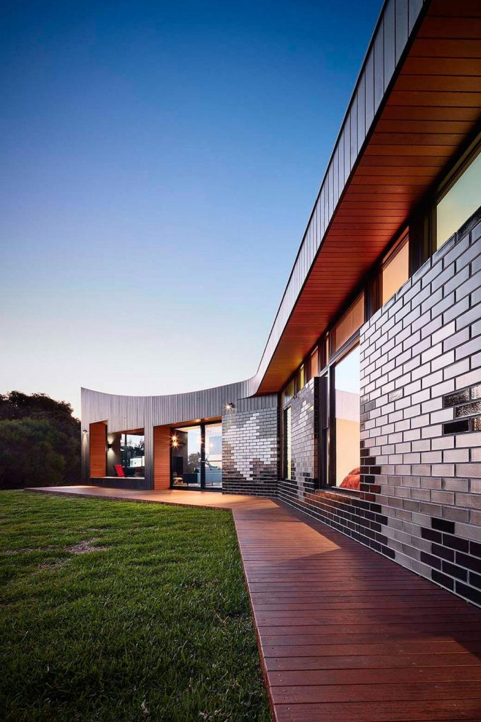 simple-modern-waratah-bay-colorful-residence-hayne-wadley-architecture-11