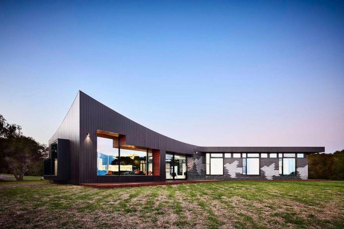 simple-modern-waratah-bay-colorful-residence-hayne-wadley-architecture-12