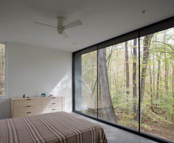 situ-studio-design-low-black-box-corbett-residence-settled-wooded-site-10