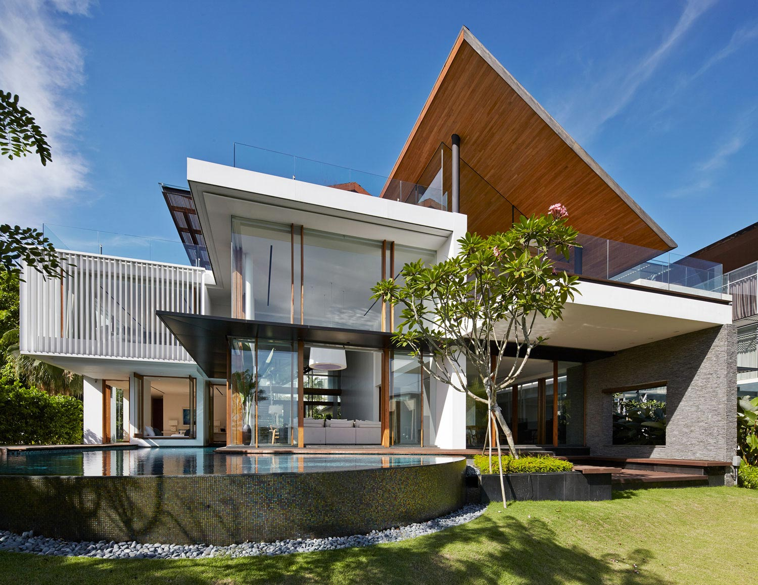 Sophisticated No 2 House In Singapore By Robert Greg