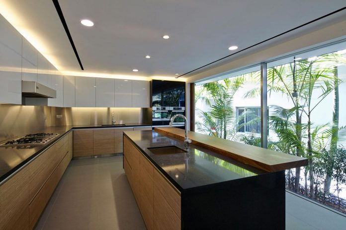 sophisticated-no-2-house-singapore-robert-greg-shand-architects-14