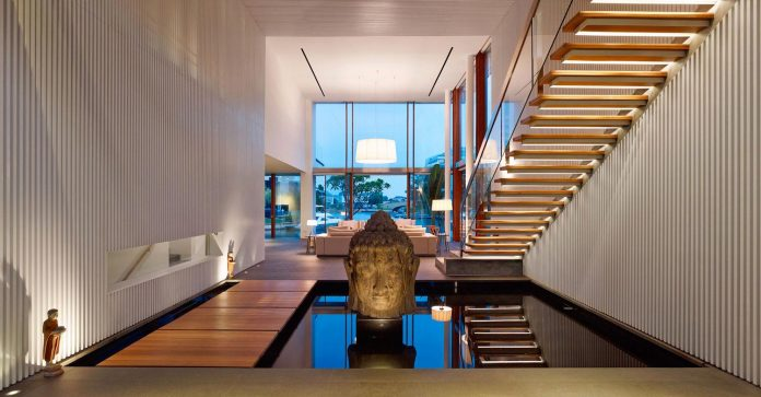 sophisticated-no-2-house-singapore-robert-greg-shand-architects-31