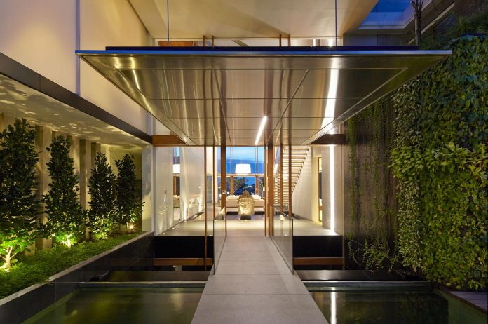 sophisticated-no-2-house-singapore-robert-greg-shand-architects-35