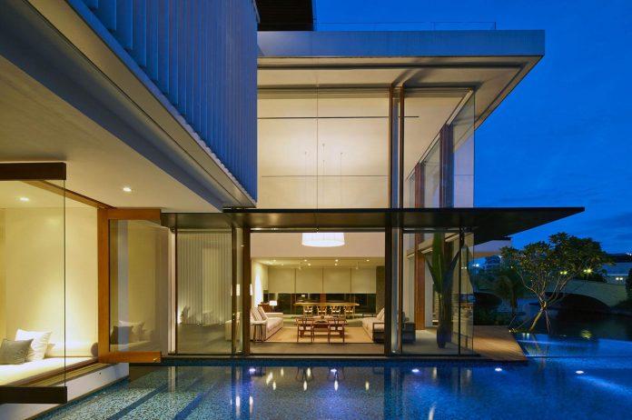 sophisticated-no-2-house-singapore-robert-greg-shand-architects-37