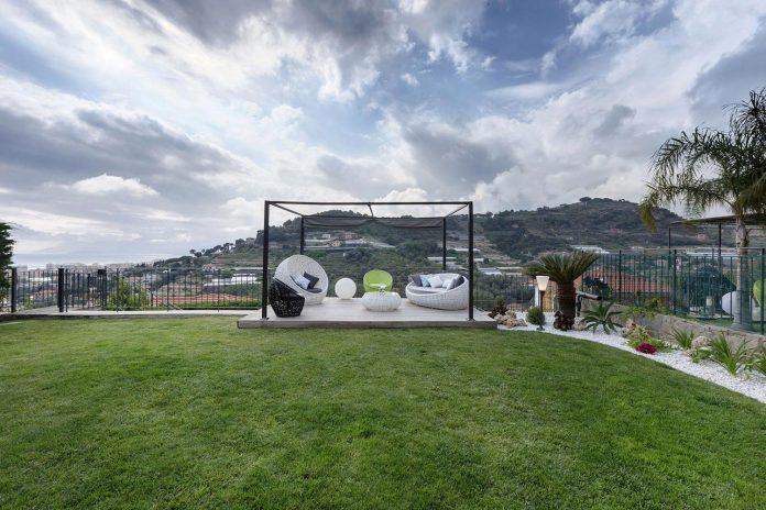 sophisticated-villa-bordighera-italy-designed-bright-natural-colours-sand-stone-sea-04