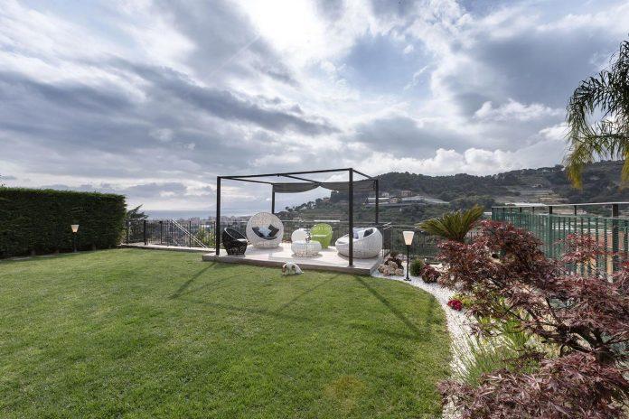 sophisticated-villa-bordighera-italy-designed-bright-natural-colours-sand-stone-sea-05