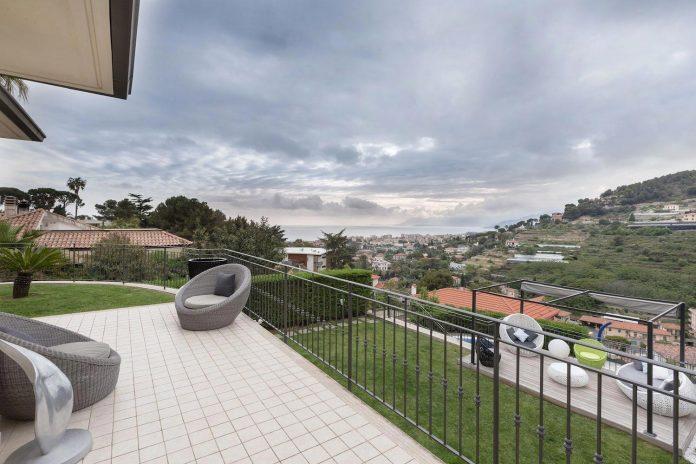 sophisticated-villa-bordighera-italy-designed-bright-natural-colours-sand-stone-sea-07