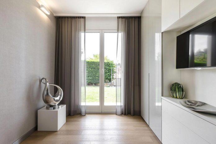 sophisticated-villa-bordighera-italy-designed-bright-natural-colours-sand-stone-sea-31