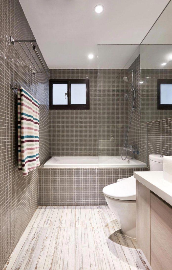 baño moderno con bañera