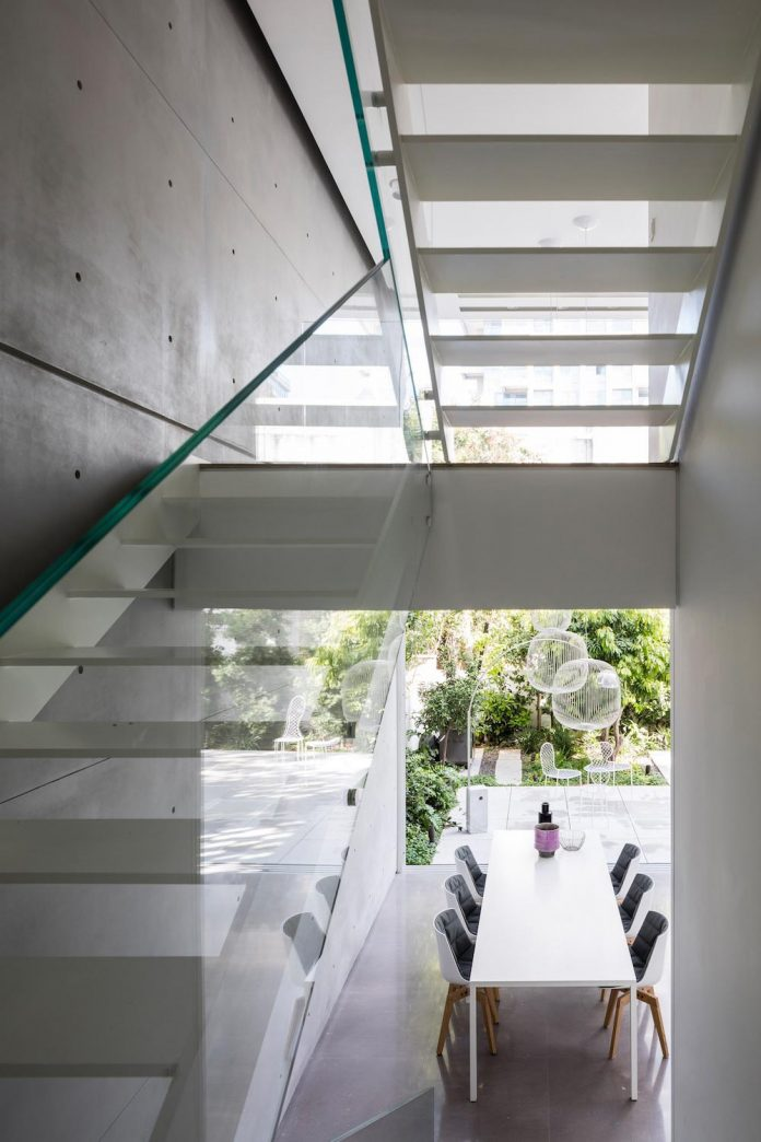 tel-aviv-contemporary-home-awesome-open-space-living-room-pitsou-kedem-architects-13