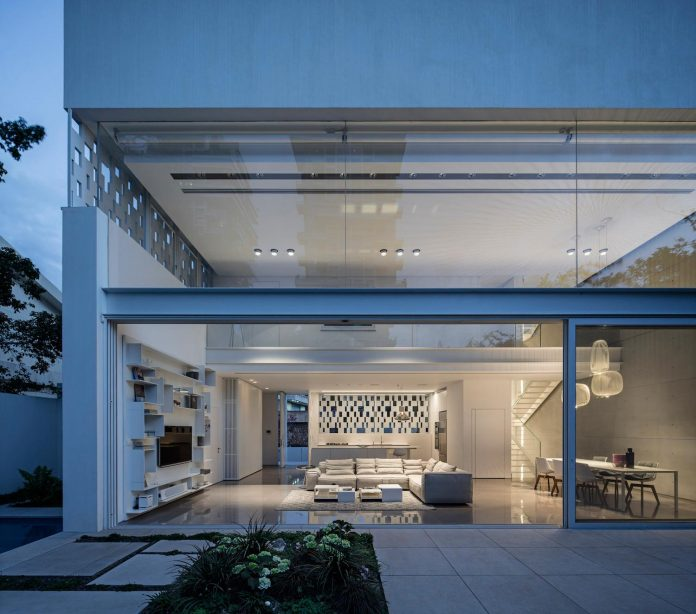 tel-aviv-contemporary-home-awesome-open-space-living-room-pitsou-kedem-architects-25