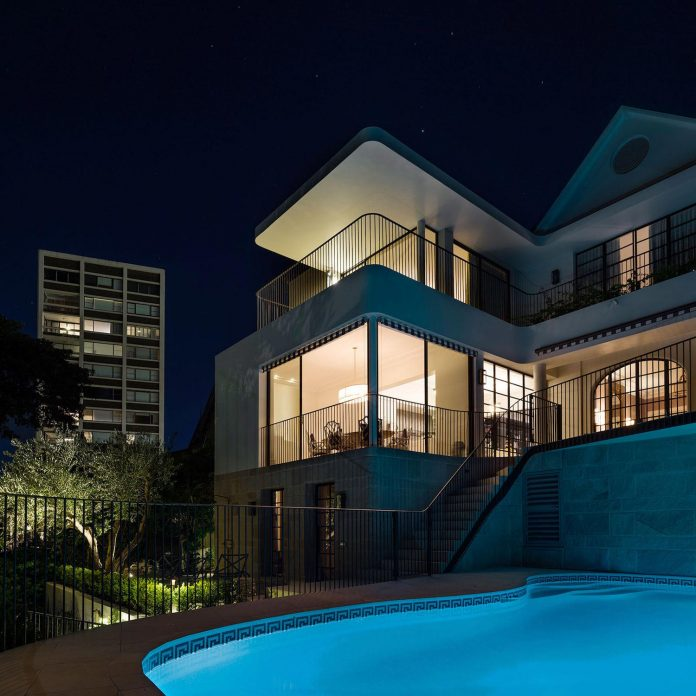 twin-peaks-residence-located-darling-point-luigi-rosselli-architects-03