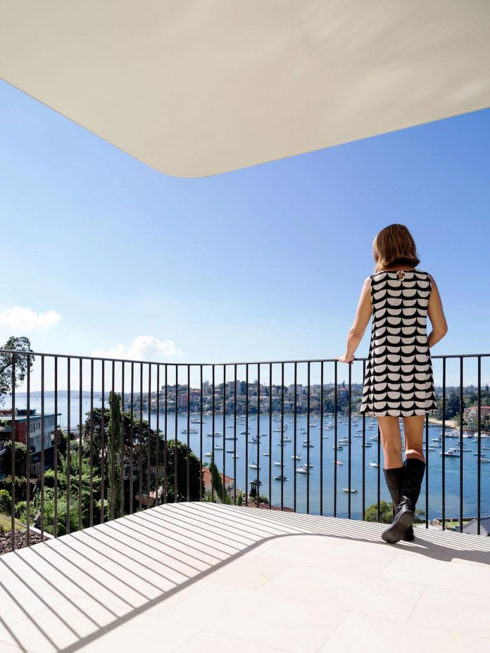 twin-peaks-residence-located-darling-point-luigi-rosselli-architects-12