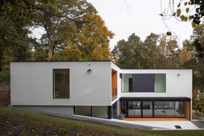 two-story-l-shaped-medlin-residence-situ-studio-11