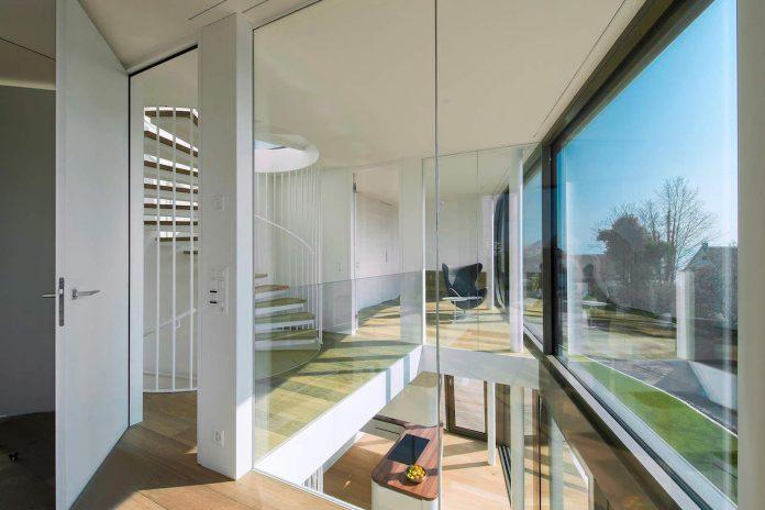 ultramodern-ribbon-winds-flexhouse-zurich-designed-evolution-design-16