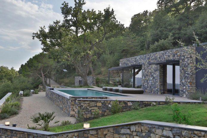 villa-n-natural-stone-facades-giordano-hadamik-architects-02