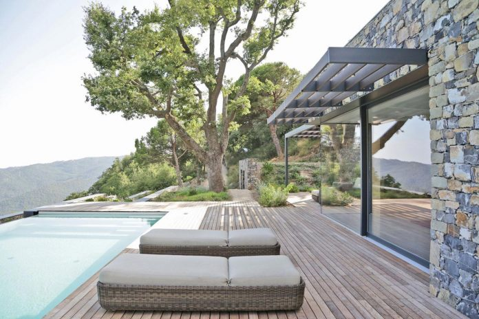 villa-n-natural-stone-facades-giordano-hadamik-architects-04