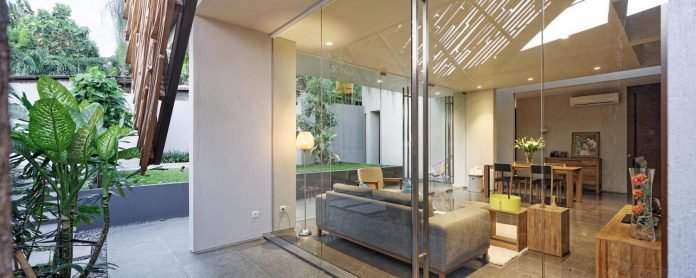 wahana-architects-redesigned-deeroemah-renovation-two-storey-busy-midtown-jakarta-02