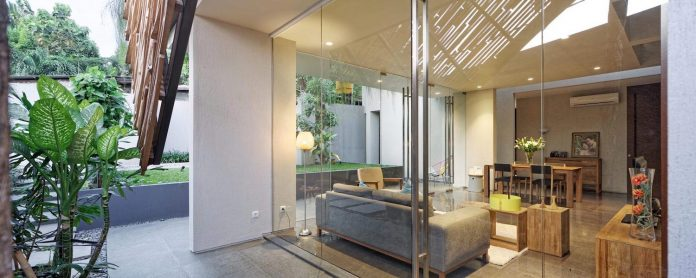 wahana-architects-redesigned-deeroemah-renovation-two-storey-busy-midtown-jakarta-02