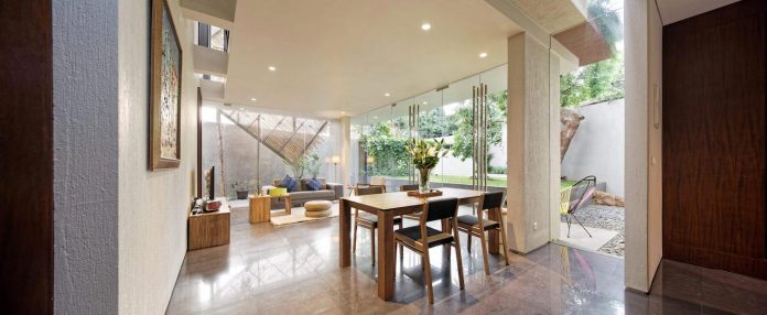 wahana-architects-redesigned-deeroemah-renovation-two-storey-busy-midtown-jakarta-03