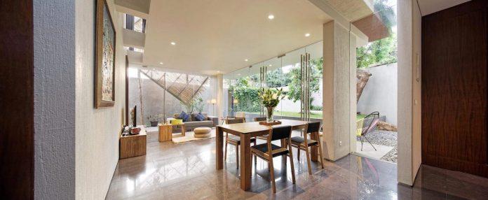 wahana-architects-redesigned-deeroemah-renovation-two-storey-busy-midtown-jakarta-03
