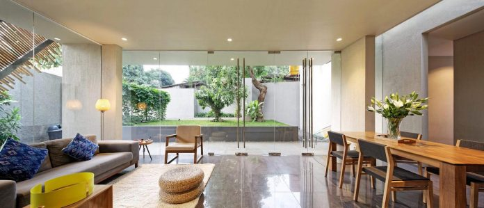 wahana-architects-redesigned-deeroemah-renovation-two-storey-busy-midtown-jakarta-04
