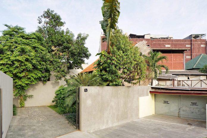 wahana-architects-redesigned-deeroemah-renovation-two-storey-busy-midtown-jakarta-05